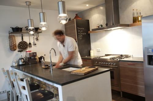 Keuken met hardsteen bladnoknok interieurarchitectuur en meubelontwerp