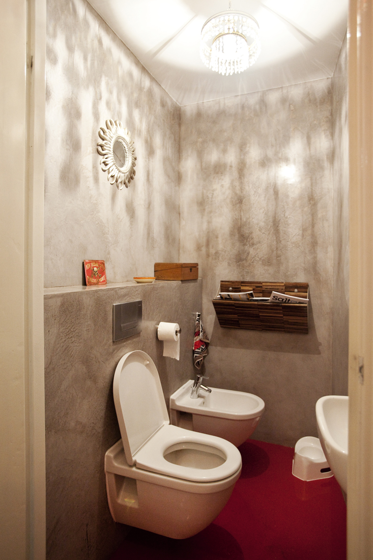 Tadelakt toilet met gietvloernoknok interieurarchitectuur en meubelontwerp - Deco toilet grijs en wit ...