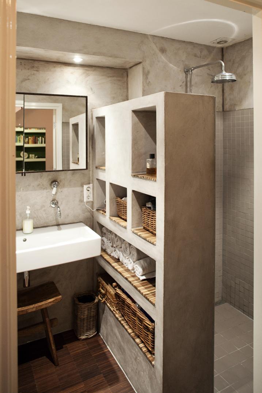 Tadelakt badkamer meubel en bamboe vloer